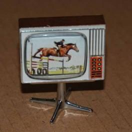 Lundby ArtNr 5195 Färg TV med snurrfot Hästhoppning (mörk)