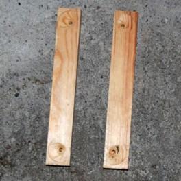 Lister för att fästa benen i under dockskåpet