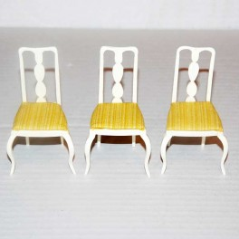 3 Stolar vita mycket fina med gul dyna
