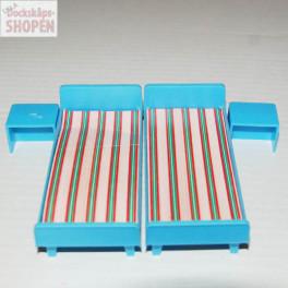 Jean 2 sängar med nattduksbord